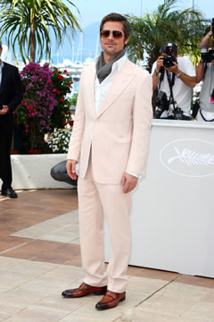 Brad Pitt sporting a light pink suit