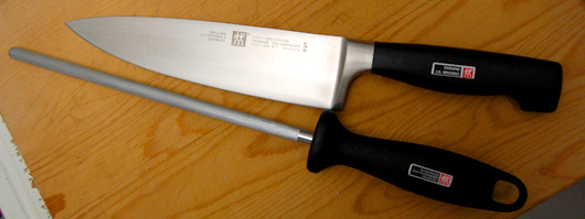 A knife with honing steel