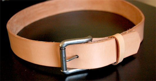 Natural leather belt with buckle