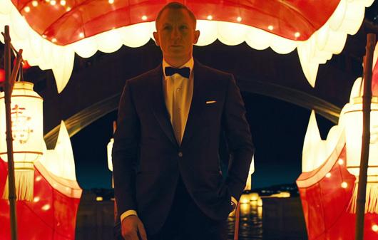Daniel Craig wearing a tuxedo