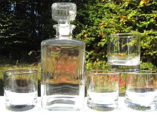 Decanter with classes