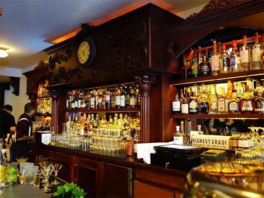 Tupper & Reed bar