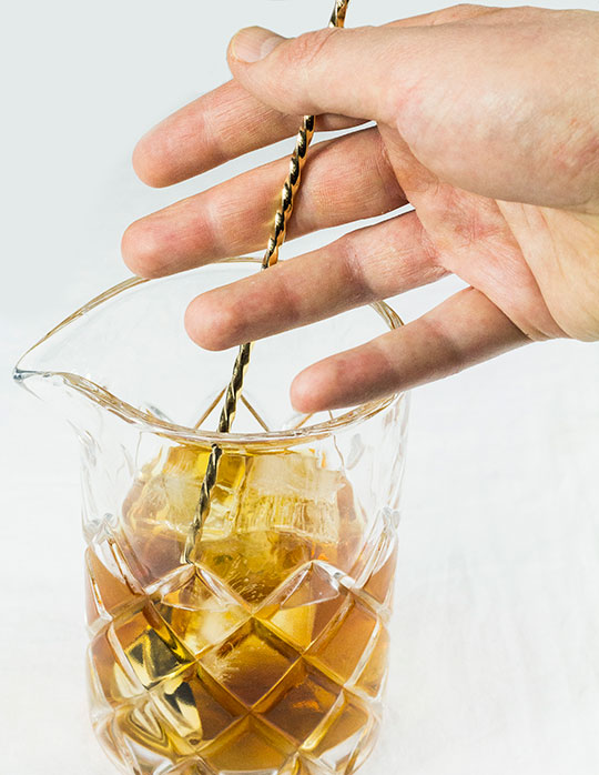 How to stir a cocktail