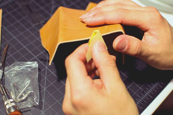 Make a leather wallet - 13 - Burnishing