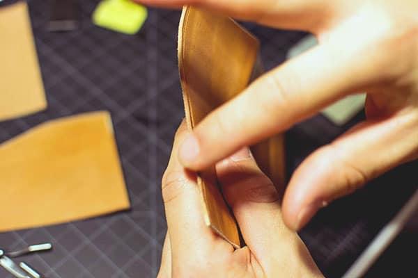 Make a leather wallet - 17 - Burnishi