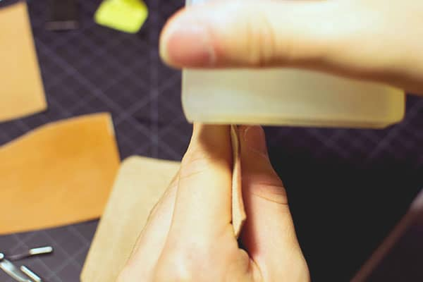Make a leather wallet - 18 - Burnishing