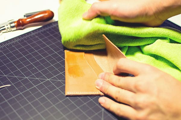 Make a leather wallet - 37