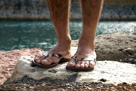 men's beach footwear