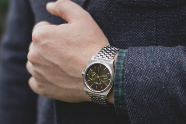 Nixon Time Teller Chronograph Olive Sunray the perfect vintage omega watch