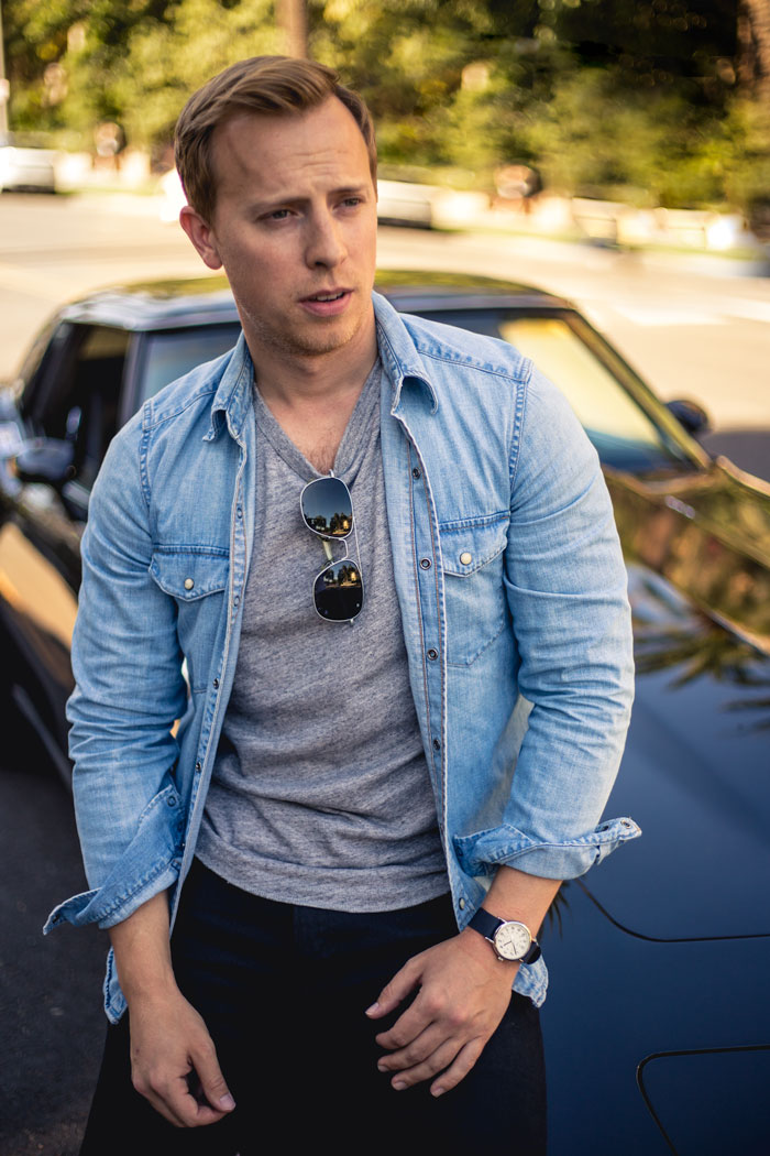 men summer outfit fashion - denim shirt square aviators