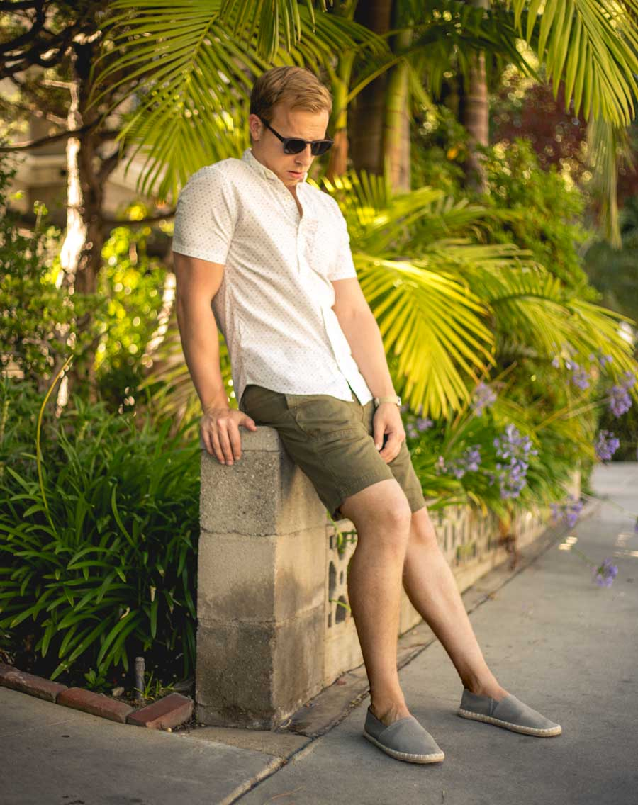 men summer fashion outfit ideas green shorts espadrilles