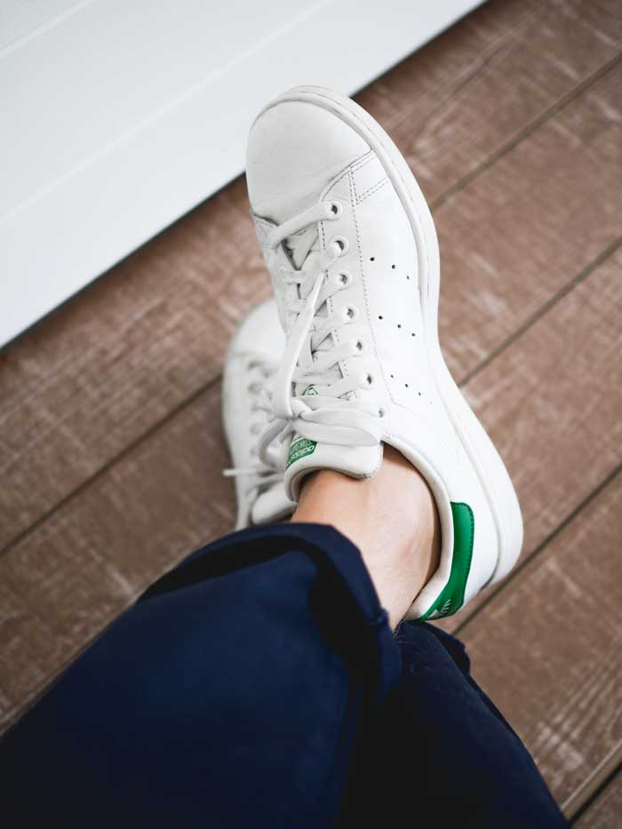 Adidas Stan Smith navy chinos
