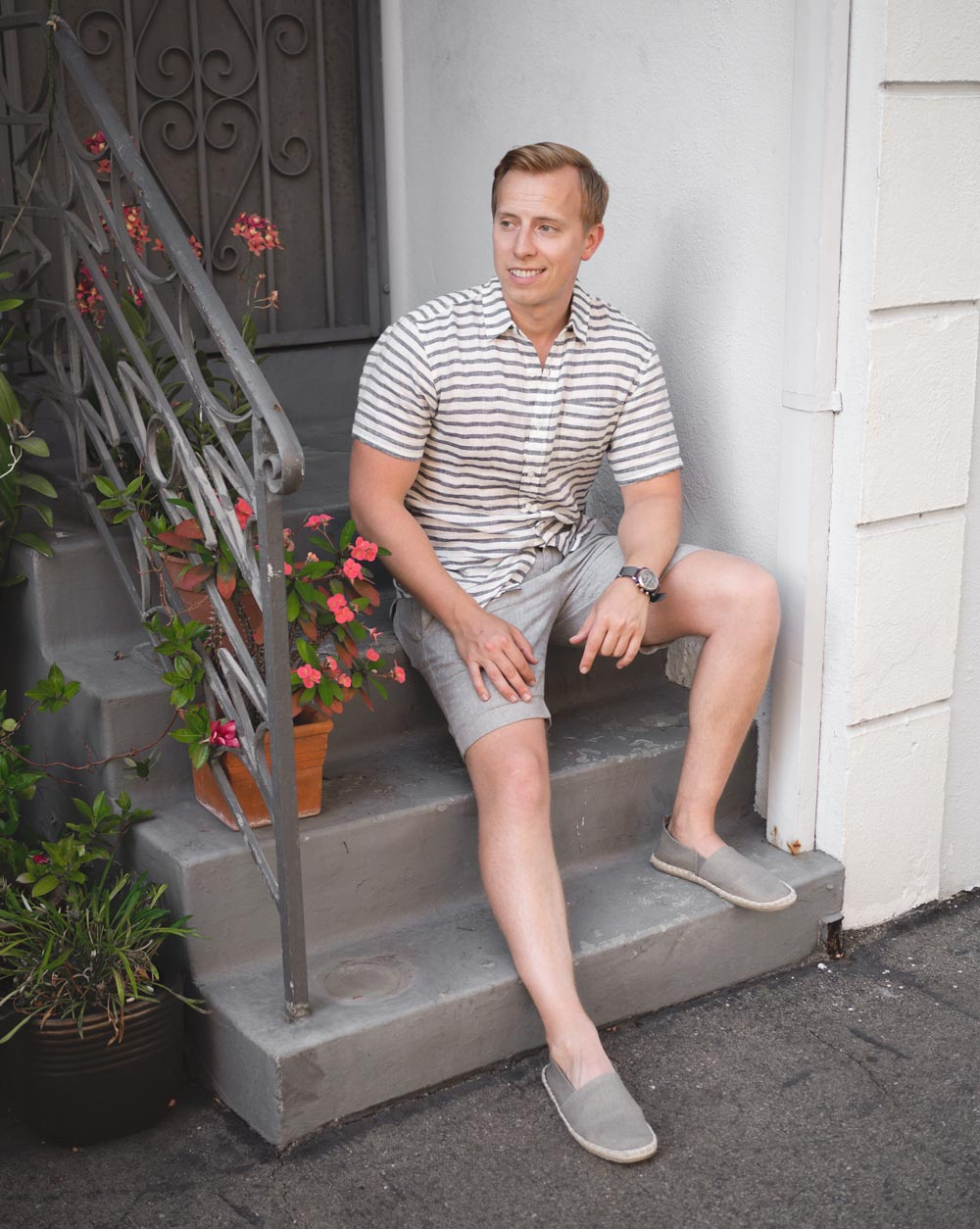 men summer outfit gray linen stripe shirt gray shorts espadrilles