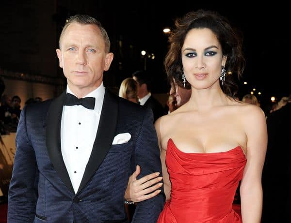 Image of Daniel Craig wearing navy tuxedo