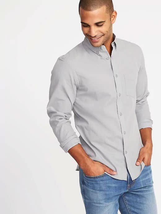 man wearing gray poplin shirt