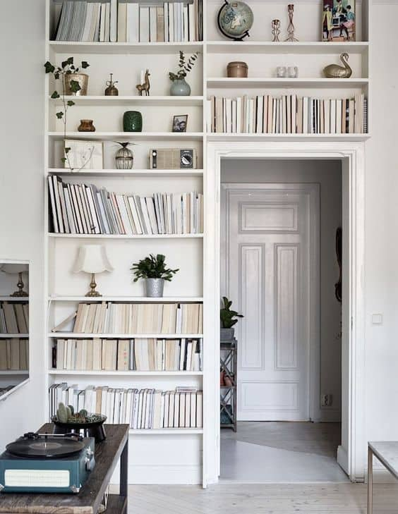 Image of white built in bookshelf in apartment