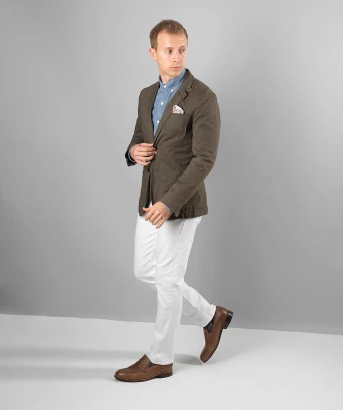 men garden casual outfit attire olive blazer white jeans chambray shirt