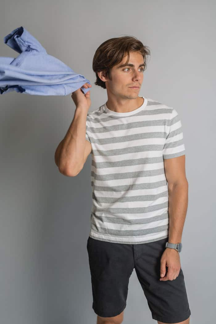 men's gray and white striped t-shirt