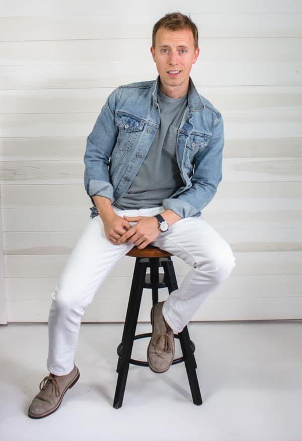 denim jacket white jeans desert boots men outfit