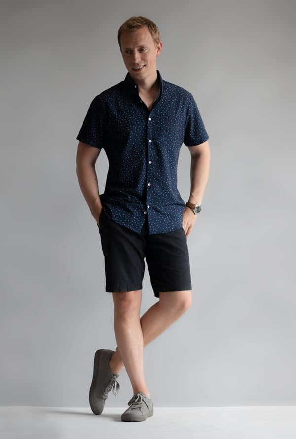 blue short sleeve shirt black shorts gray sneakers men summer outfit