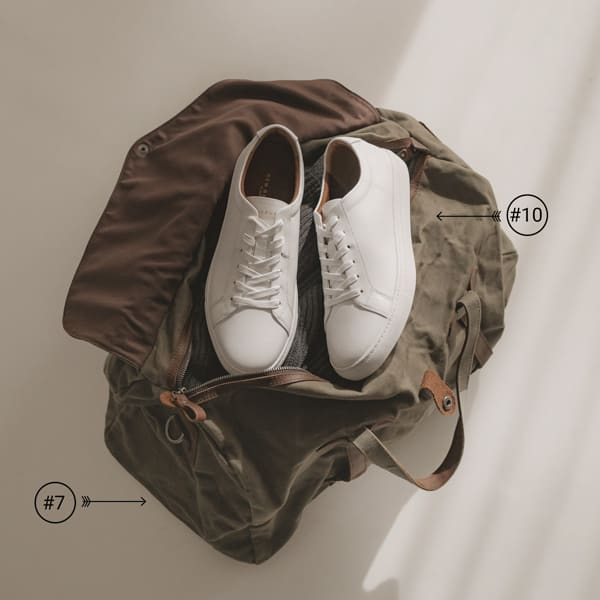 summer weekend bag with white leather sneakers