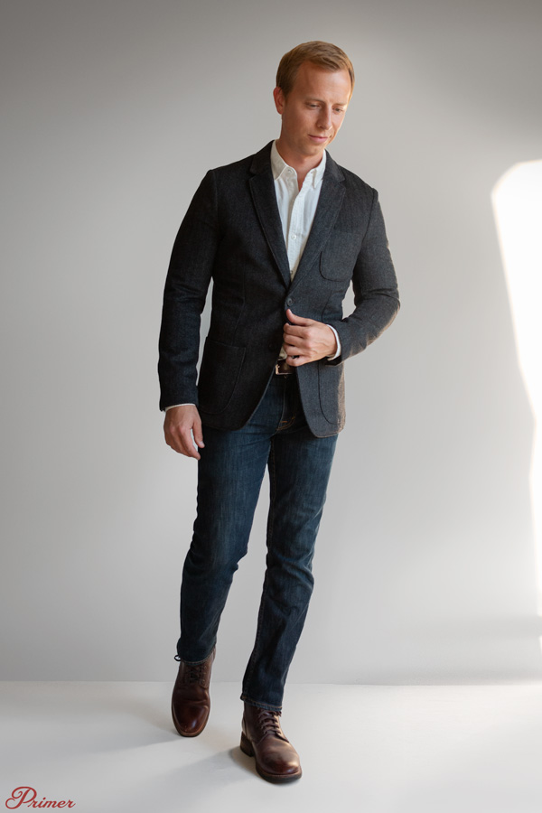 men office outfit blazer white shirt dark blue jeans brown boots