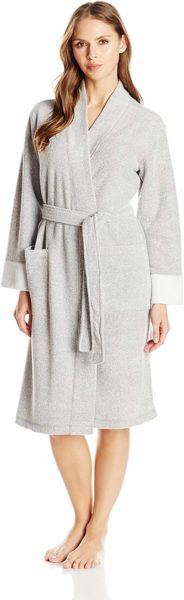 natori-bathrobe-women-gift-guide