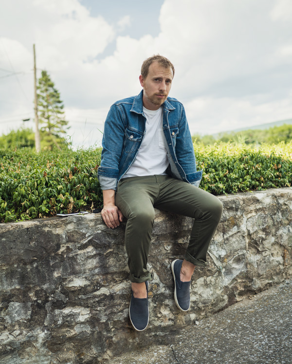 denim jacket with green chinos sneakers white t-shirt
