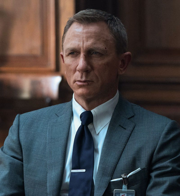 james bond wearing tab collar