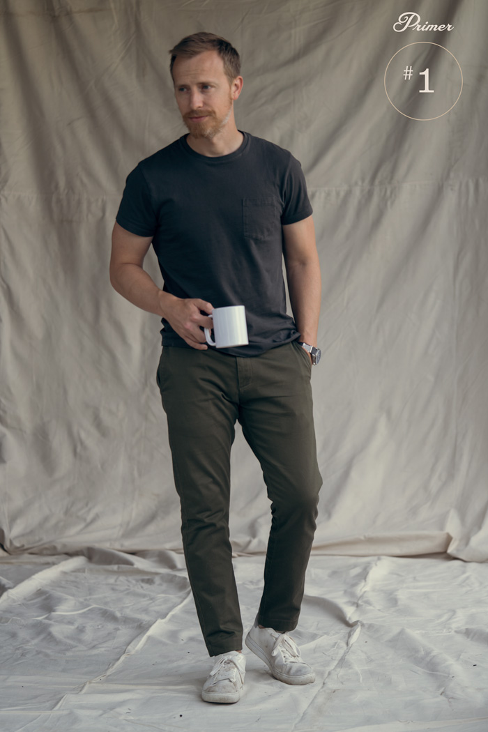 black pocket t-shirt olive chinos white sneakers men summer outfit ideas