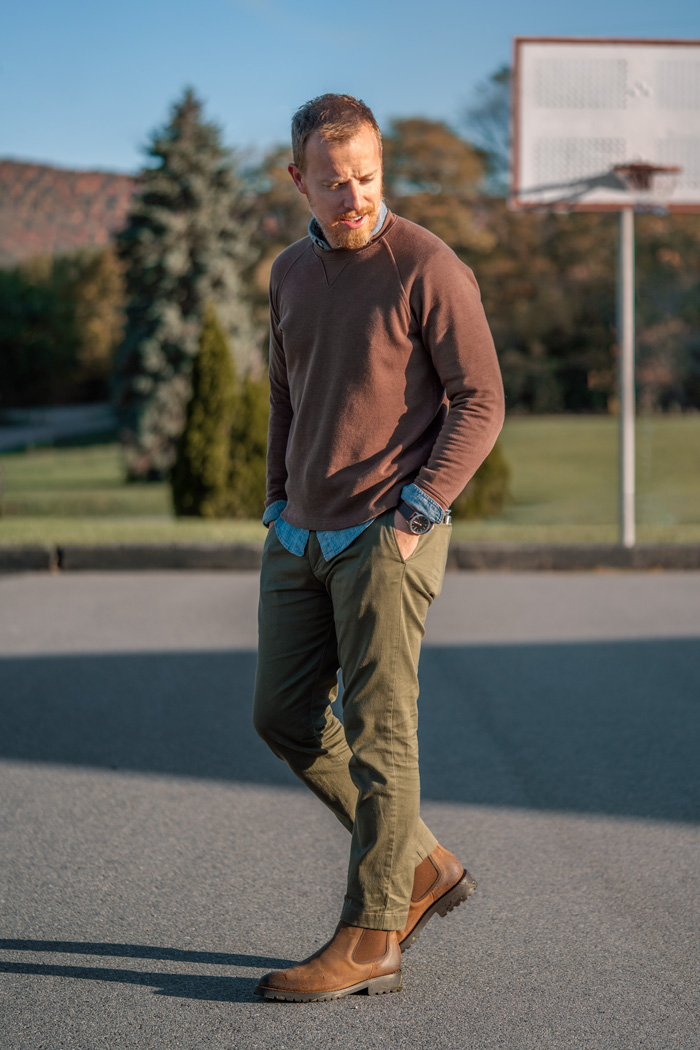 mens fall outfit with brown chunky chelsea boots