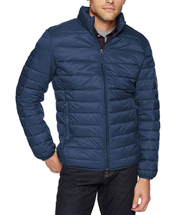 Amazon Essentials Men's Lightweight Water-Resistant Packable Puffer Jacket in navy blue