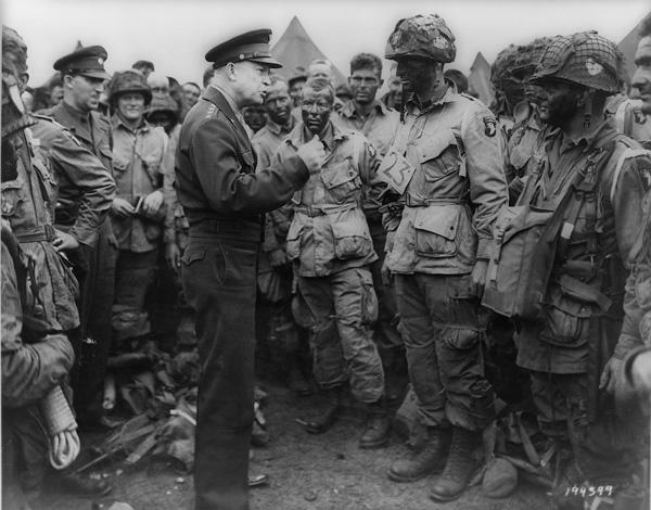 Dwight Eisenhower falando às tropas
