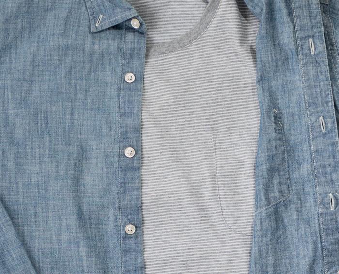 camisa de cambraia e camiseta de bolso listrado
