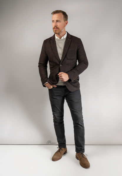 business casual outfit with brown blazer, white dress shirt, gray jeans, and suede wingtips