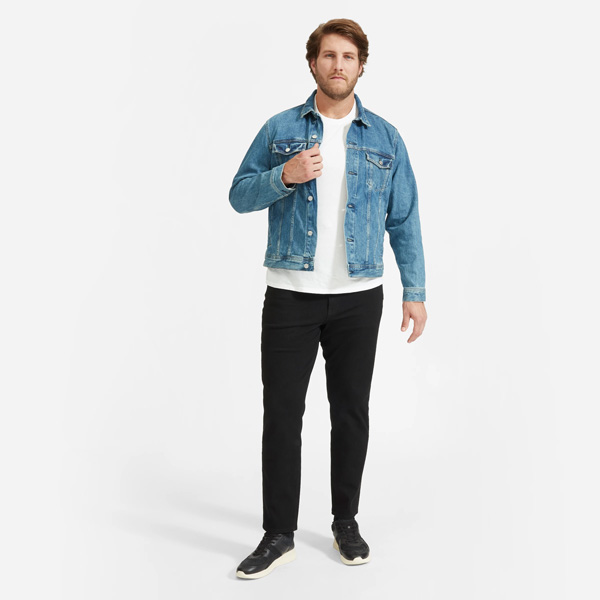 larger man wearing Everlane athletic fit jeans
