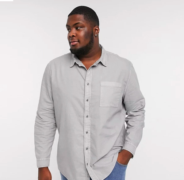 man wearing gray long sleeve shirt