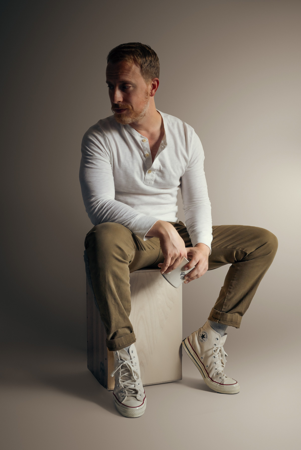 spring outfit with white henley tan chinos and natural converse sneakers