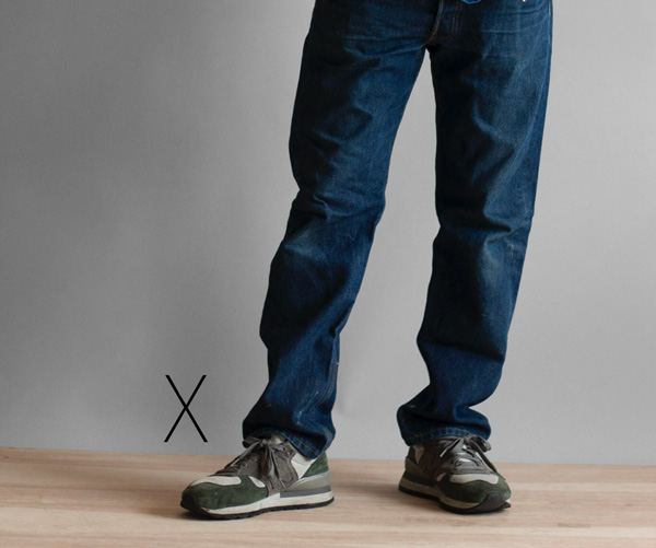 baggy jeans with sneakers