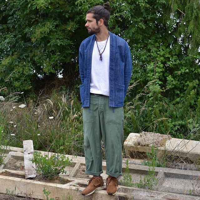 OG 107 pants with t-shirt and sneakers