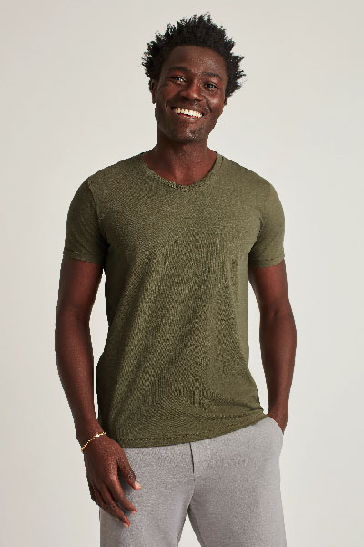 green v neck short sleeve tee